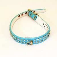 Collar azul con brillantes